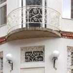 Кованая решетка и балкон