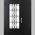 Дверь с кованой решеткой